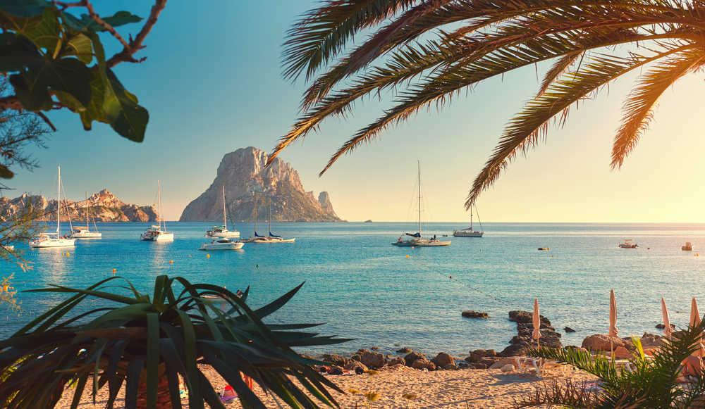 Después de más de un año de pandemia, cuida de tu salud y disfruta de un merecido descanso en Ibiza